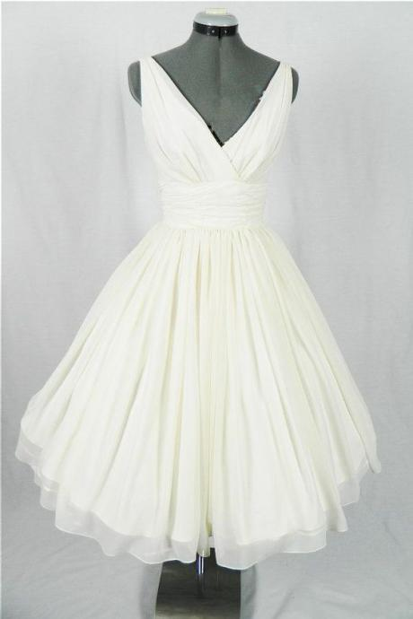 Vintage Style A-Line V-Neck White Chiffon Short Homecoming/Prom Dress